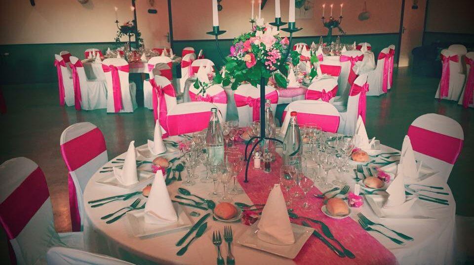 Décoration de chaises thème rose
